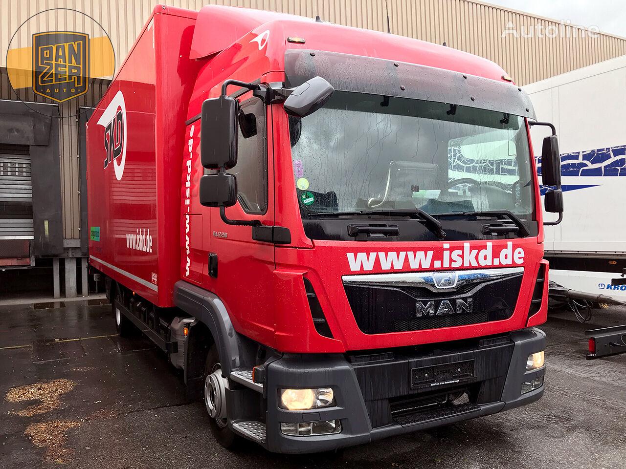 MAN TGL box truck